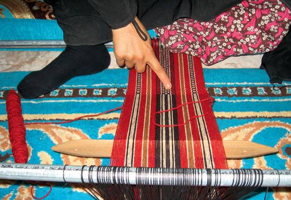 Sadou Weaving Uae Traditional Weaving Of Rugs And Decorative Stripes
