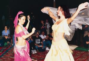 belly dance during dubai desert safari